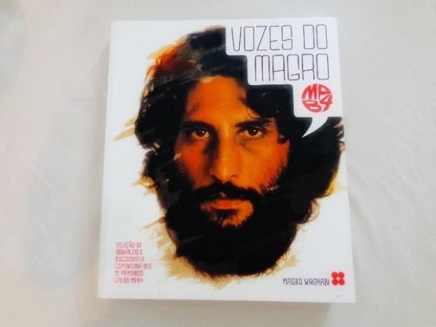 """Livro """"Vozes do Magro MPB4"""" (Foto: Carlos Bozzo Junior)"""
