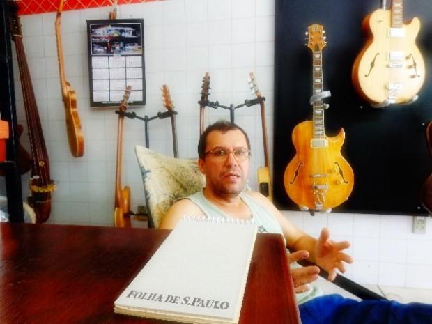 O luthier Reinaldo de Campos em entrevista ao Música em Letras (Foto:Carlos Bozzo Junior)