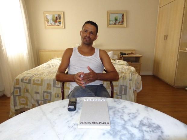 Charles da Flauta concedendo entrevista ao Música em Letras (Foto: Carlos Bozzo Junior)