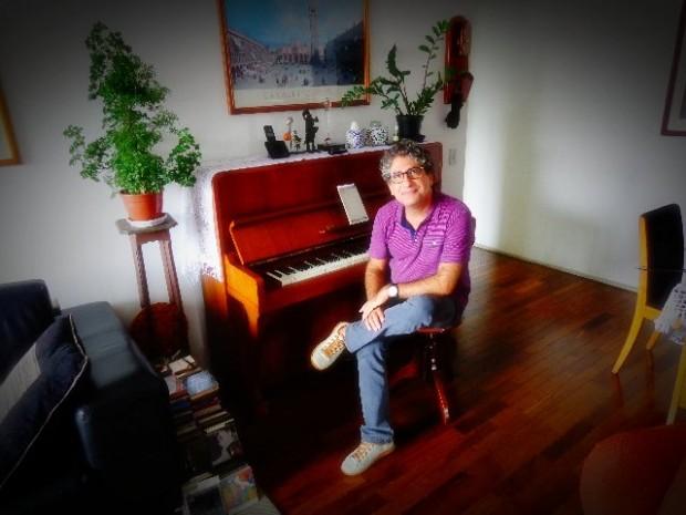 O maestro Gil Jardim em entrevista para o Música em Letras (Foto: Carlos Bozzo Junior)