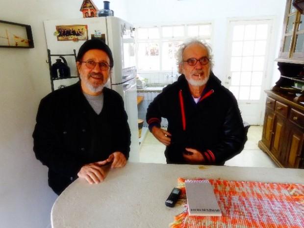 Na direita o músico Natan Marques e na esquerda Renato Teixeira, ambos em entrevista ao Música em Letras (Foto: Carlos Bozzo Junior)