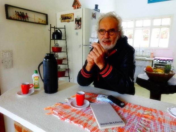 """O compositor de """"Romaria"""" concedendo entrevista ao Música em Letras, em sua casa na Serra da Cantareira"""