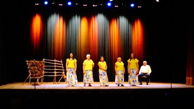 Grupo de Destaladeiras de Fumo de Arapiraca, Alagoas comandado pelo mestre Nelson Rosa (Foto: Carlos Bozzo Junior)