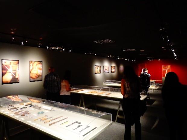 Jornalistas visitam a exposição de lutheria Corpo Du Som (Foto: Carlos Bozzo Junior)