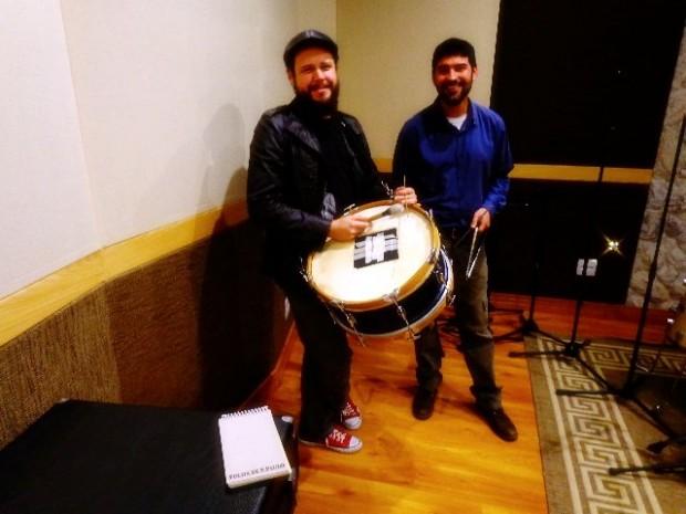 O músico Cleber Almeida (zabumba) e Ramon Vieira (triângulo), ambos do trio Macaíba (Foto: Carlos Bozzo Junior)