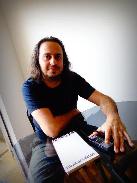 O compositor Chrystian Dozza em entrevista para o Música em Letras, em sua Casa, em São Paulo (Foto: Carlos Bozzo Junior)