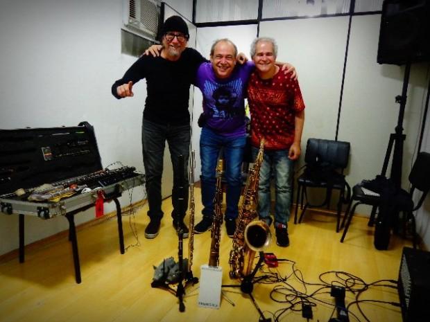 No meio dos integrantes do Duofel, o flautista Carlos Malta (Foto: Carlos Bozzo Junior)