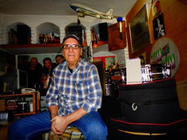 Netinho, músico de Os Incríveis, em seu estúdio, em São Paulo (Foto:Carlos Bozzo Junior)