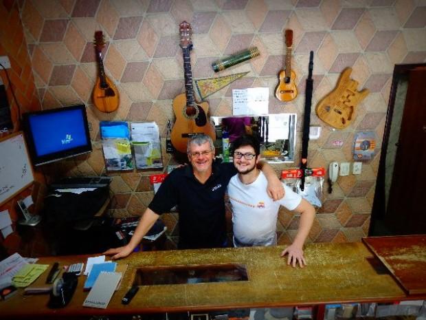 Murilo Pai e Murilo Filho, ambos luthiers (Foto: Carlos Bozzo Junior)