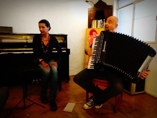 A cantora Sandra Fidalgo e o compositor Toninho Ferragutti, que tocam, hoje, na Central das Artes, em são Paulo (Foto: Carlos Bozzo Junior)