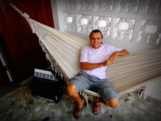 O músico Lulinha Alencar, em entrevista ao Música em Letras (Foto: Carlos Bozzo Junior)