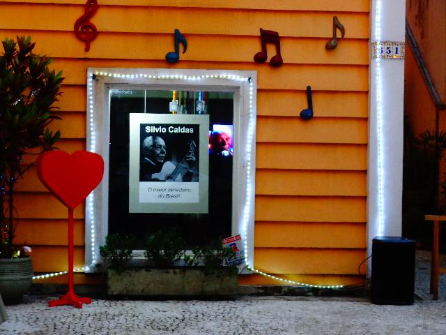 Janela da Sala Sílvio Caldas, que funciona na Casa dos Trovadores Urbanos (Foto: Carlos Bozzo Junior)