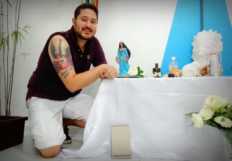 Pai Felipe mostra sua tatuagem (Foto: Carlos Bozzo Junior)