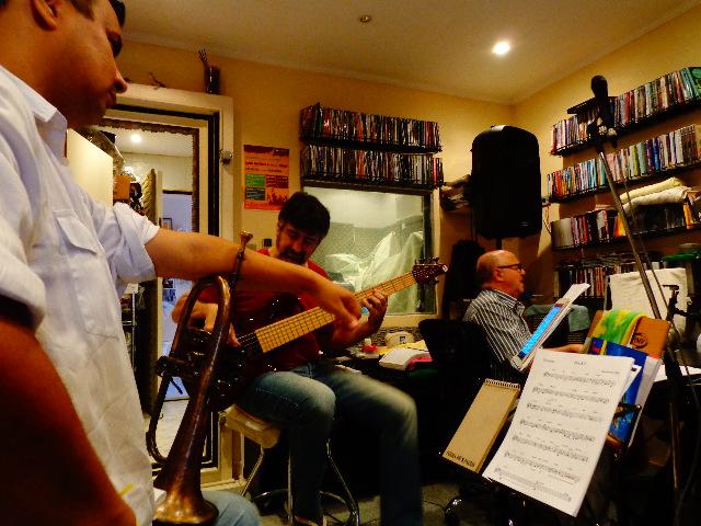 Da esquerda para a direita, Daniel D'Alcântara, Itamar Collaço e o maestro Roberto Sion (Foto: Carlos Bozzo Junior)
