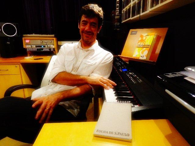 O músico Tony Berchmans em entrevista ao Música em Letras (Foto: Carlos Bozzo Junior)