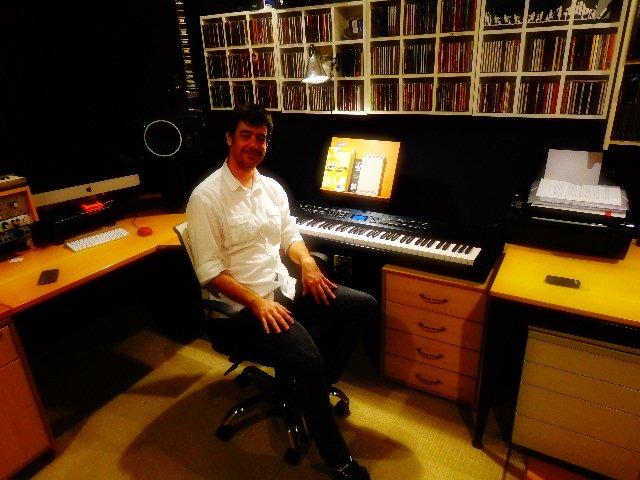 Tony Berchmans em seu estúdio (Foto:Carlos Bozzo Junior)