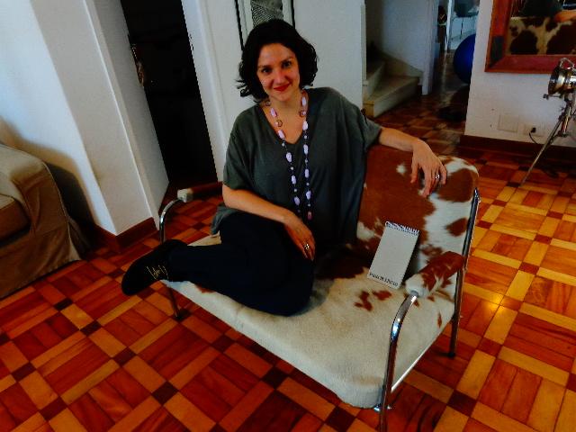 Rita Gullo na sala de sua casa, em São Paulo (Foto: Carlos Bozzo Junior)