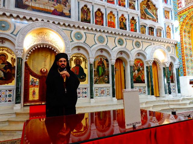 Dom Romanós  diante da Porta Real(Foto: Carlos Bozzo Junior)