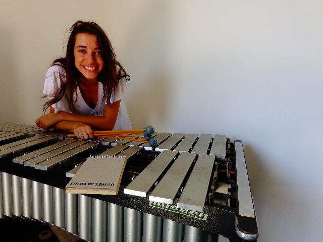 A instrumentista Nath Calan e seu vibrafone (Foto: Carlos Bozzo Junior)