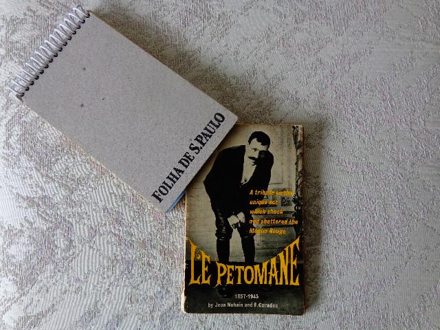"Livro ""Le Petomane"" regatado no sebo, em São Paulo (Foto: Carlos Bozzo Junior)"