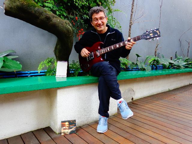 O compositor Hélio Ziskind, em entrevista ao Música em Letras (Foto: Carlos Bozzo Junior)