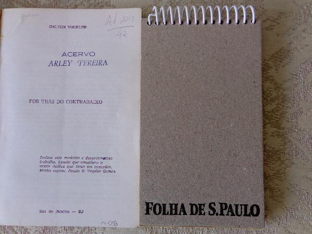 Fotos do carimbo Acervo Arley Pereira em uma das páginas do livro de Dalton Vogeler (Foto: Carlos Bozzo Junior)