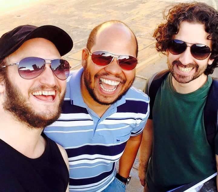 Da esquerda para a direita, o baixista Marcel Bottaro, o baterista Rodrigo Digão Braz e o pianista André Marques (Foto: Divulgação)