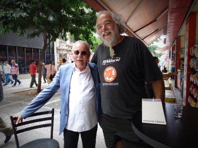Carlos Henry e  Arismar do Espírito Santo, à direita, em encontro no centro de São Paulo (Foto: Carlos Bozzo Junior)