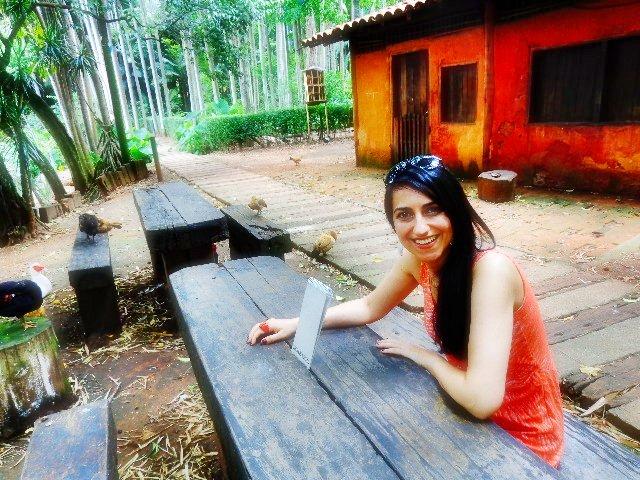Anabel Bian em entrevista ao Música em Letras, no parque da Água Branca (Foto: Carlos Bozzo Junior)