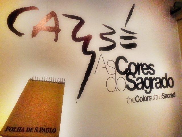 Painel da exposição Caribé- As cores do Sagrado (Foto: Carlos Bozzo Junior)