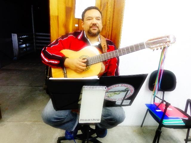 Rui Torneze no ensaio da Orquestra Paulistana de Viola Caipira