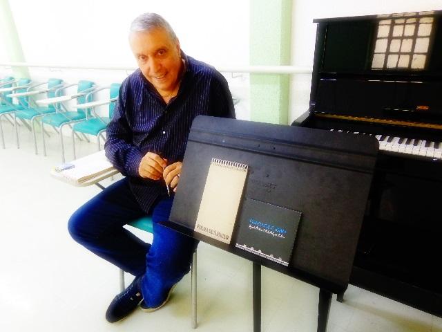 O cantor Zé Luiz Mazziotti