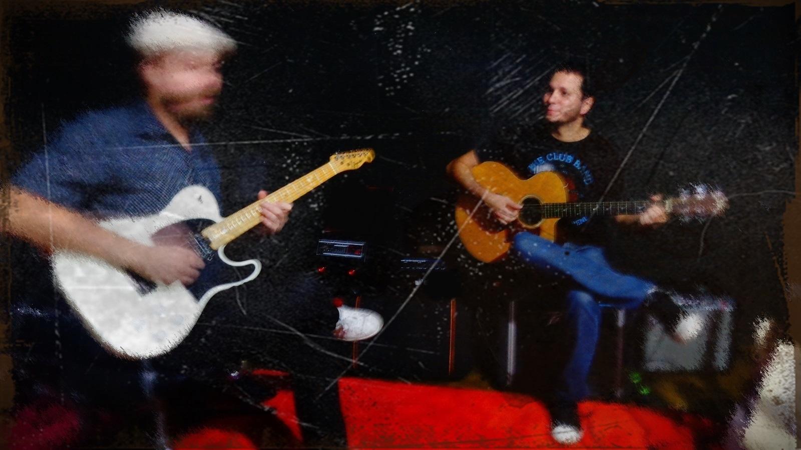 Os músicos Thiado Barromeo e Igor Brasil